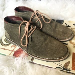 Kenneth Cole Desert Sun suede chukka boots